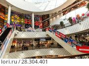 """Купить «Интерьер гипермаркета """"Гринвич""""», фото № 28304401, снято 25 апреля 2017 г. (c) Евгений Ткачёв / Фотобанк Лори"""