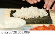 Купить «Cook puts rice on nori», видеоролик № 28305089, снято 5 декабря 2016 г. (c) Tatiana Kravchenko / Фотобанк Лори