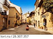 Купить «Испанская деревня в Барселоне - музей под открытым небом. Каталония, Испания», фото № 28307357, снято 6 апреля 2018 г. (c) Наталья Волкова / Фотобанк Лори