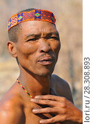 Купить «Close-up portrait hunter Bushman. The San people, also known as Bushmen are members of various indigenous hunter-gatherer peoples of Southern Africa.», фото № 28308893, снято 21 сентября 2018 г. (c) BE&W Photo / Фотобанк Лори