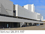 Купить «Finlandia Hall, congress and event venue on Toolonlahti Bay», фото № 28311197, снято 28 марта 2018 г. (c) Валерия Попова / Фотобанк Лори
