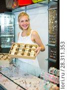 Купить «girl with bracelet collection in bijouterie boutique», фото № 28311353, снято 26 марта 2019 г. (c) Яков Филимонов / Фотобанк Лори