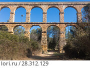 Купить «Roman aqueduct in city of Taragona in summer», фото № 28312129, снято 31 января 2018 г. (c) Татьяна Яцевич / Фотобанк Лори