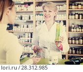 Купить «Seller helping customer to choose care products», фото № 28312985, снято 15 марта 2017 г. (c) Яков Филимонов / Фотобанк Лори
