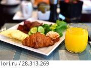 Купить «Breakfast from croissant pineapple cucumber and orange juice», фото № 28313269, снято 10 апреля 2018 г. (c) Володина Ольга / Фотобанк Лори