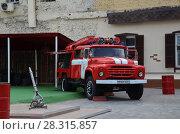 Купить «Старая пожарная машина», фото № 28315857, снято 1 августа 2017 г. (c) Светлана Колобова / Фотобанк Лори