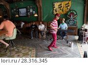 Купить «Танец. Майами. Кубинский квартал. Little Havana, Florida.», фото № 28316345, снято 18 марта 2016 г. (c) Галина Савина / Фотобанк Лори