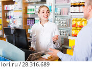 pharmacist counseling customer. Стоковое фото, фотограф Яков Филимонов / Фотобанк Лори