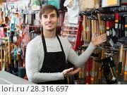 Купить «male seller posing at tooling section of household store», фото № 28316697, снято 19 ноября 2018 г. (c) Яков Филимонов / Фотобанк Лори