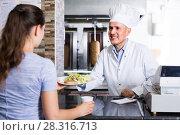 Купить «man chef giving order with kebab», фото № 28316713, снято 15 октября 2018 г. (c) Яков Филимонов / Фотобанк Лори