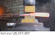 Купить «Automatic hammering - blacksmith forging red hot iron on anvil, extreme close-up», фото № 28317397, снято 17 июля 2018 г. (c) Константин Шишкин / Фотобанк Лори