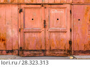 Old Door Red Rusty Plaster Wall With Worn Surface Vertical Grunge Background. Brown Red Brickwall With Shabby Stucco Finishing Layer Isolated Texture. Empty Painted Vintage Grunge Wallpaper. Стоковое фото, фотограф Сергей Бочаров / Фотобанк Лори