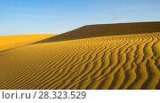 Купить «Desert sand dunes during storm rotation timelapse», видеоролик № 28323529, снято 23 февраля 2018 г. (c) Кирилл Трифонов / Фотобанк Лори