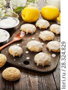 Купить «Lemon glaze cookies», фото № 28324829, снято 19 января 2018 г. (c) Надежда Мишкова / Фотобанк Лори