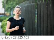 Купить «Girl enjoying morning run outdoors», фото № 28325105, снято 5 июля 2017 г. (c) Яков Филимонов / Фотобанк Лори