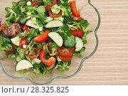 Купить «Салат из свежих овощей с зеленью», эксклюзивное фото № 28325825, снято 19 марта 2018 г. (c) Dmitry29 / Фотобанк Лори