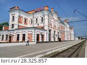 Купить «Город Калуга, железнодорожная станция Калуга-1», эксклюзивное фото № 28325857, снято 13 августа 2017 г. (c) Dmitry29 / Фотобанк Лори
