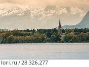 Боденское озеро и аббатство Веттинген-Мерерау на фоне заснеженных гор. Альпы (2013 год). Стоковое фото, фотограф Юлия Бабкина / Фотобанк Лори
