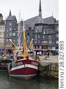 Купить «Старая гавань города Онфлер. Франция, Нормандия», фото № 28327893, снято 4 мая 2013 г. (c) Яковлев Сергей / Фотобанк Лори