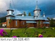 Купить «Wooden church in romanian village Carlibaba», фото № 28328401, снято 15 сентября 2017 г. (c) Яков Филимонов / Фотобанк Лори