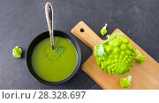 Купить «close up of vegetable green cream soup in bowl», видеоролик № 28328697, снято 16 апреля 2018 г. (c) Syda Productions / Фотобанк Лори