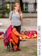 Купить «More than 30 volunteers lay 2,500 life jackets in Parliament Square, London to highlight the plight of refugees on the day of the UN migration summit in...», фото № 28331065, снято 19 сентября 2016 г. (c) age Fotostock / Фотобанк Лори