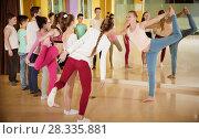 Купить «Teenagers with choreographer doing leg-split and crab position», фото № 28335881, снято 3 марта 2018 г. (c) Яков Филимонов / Фотобанк Лори