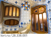 Interior patio of Casa Batllo in Barcelona, Catalonia, Spain (2018 год). Редакционное фото, фотограф Наталья Волкова / Фотобанк Лори