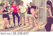 Купить «People watching for girl on pole», фото № 28338837, снято 14 июня 2017 г. (c) Яков Филимонов / Фотобанк Лори