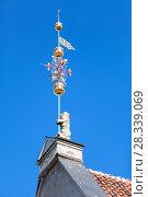 Купить «Флюгер на крыше Таллинской ратуши, Таллин, Эстония», фото № 28339069, снято 29 марта 2018 г. (c) Кекяляйнен Андрей / Фотобанк Лори