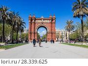 Купить «Триумфальная арка в Барселоне, Испания», фото № 28339625, снято 9 апреля 2018 г. (c) Наталья Волкова / Фотобанк Лори