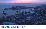Купить «Ночной вид на Петропавловск-Камчатский морской торговый порт», видеоролик № 28340117, снято 26 апреля 2018 г. (c) А. А. Пирагис / Фотобанк Лори