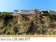 Houses on the edge of a cliff above the river Kura. Tbilisi, the historic city center. Стоковое фото, фотограф Mikhail Starodubov / Фотобанк Лори