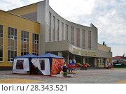 Купить «Gryazi, Russia - Aug 19. 2016. cultural center building», фото № 28343521, снято 19 августа 2016 г. (c) Володина Ольга / Фотобанк Лори