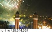 Купить «New Year celebrations with city lights at Placa Espana in Barcelona», видеоролик № 28344369, снято 6 января 2017 г. (c) Яков Филимонов / Фотобанк Лори