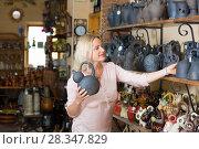 Купить «Woman choosing kitchenware», фото № 28347829, снято 17 декабря 2018 г. (c) Яков Филимонов / Фотобанк Лори