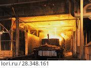 Pouring liquid metal slag. Стоковое фото, фотограф Вадим Архипов / Фотобанк Лори