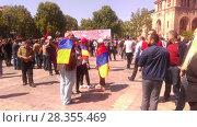 Купить «Люди с флагами на площади Еревана. 1 мая 2018», фото № 28355469, снято 1 мая 2018 г. (c) Агата Терентьева / Фотобанк Лори