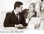 Купить «Businesswoman seducing male colleague», фото № 28356641, снято 20 апреля 2017 г. (c) Яков Филимонов / Фотобанк Лори