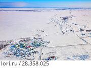 Купить «Oilman's village in Yamal, bird's eye view», фото № 28358025, снято 1 апреля 2017 г. (c) Владимир Мельников / Фотобанк Лори