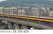 Купить «Поезд пассажирской транспортной компании RegioJet проходит по железнодорожной эстакаде. Прага», видеоролик № 28358429, снято 23 апреля 2018 г. (c) Виктор Карасев / Фотобанк Лори