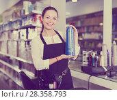Купить «Professional young woman hairstylist holding shampoo in shop», фото № 28358793, снято 31 марта 2018 г. (c) Яков Филимонов / Фотобанк Лори