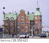 Купить «Traffic on Knippel Bridge in Copenhagen, Denmark», фото № 28359621, снято 7 ноября 2016 г. (c) Stockphoto / Фотобанк Лори