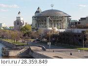Купить «Москва, здание международного Дома музыки», эксклюзивное фото № 28359849, снято 14 мая 2017 г. (c) Дмитрий Неумоин / Фотобанк Лори