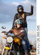 Купить «Две женщины на мотоцикле, пассажир стоит на подножках, большой палец вверх», фото № 28360545, снято 30 апреля 2018 г. (c) Кекяляйнен Андрей / Фотобанк Лори