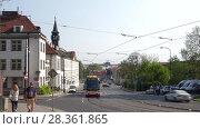 Купить «Трамвай на городской улице. Мала Страна, Прага», видеоролик № 28361865, снято 21 апреля 2018 г. (c) Виктор Карасев / Фотобанк Лори