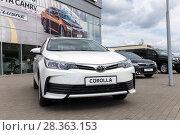 Купить «Автомобиль Toyota Corolla у входа в автосалон», фото № 28363153, снято 7 июня 2017 г. (c) Евгений Ткачёв / Фотобанк Лори