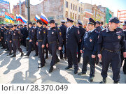 Купить «Police officers block an Leningradskaya street during an opposition protest rally», фото № 28370049, снято 5 мая 2018 г. (c) FotograFF / Фотобанк Лори