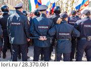 Купить «Police officers block an Leningradskaya street during an opposition protest rally», фото № 28370061, снято 5 мая 2018 г. (c) FotograFF / Фотобанк Лори