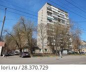 Четырнадцатиэтажный одноподъездный блочный жилой дом серии И-209А, построен в 1972 году. Измайловский проспект, 61. Район Измайлово. Город Москва (2018 год). Редакционное фото, фотограф lana1501 / Фотобанк Лори